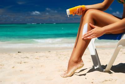 Beim Sonnenbad immer an einen ausreichenden UV-Schutz denken!